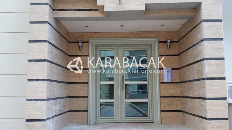Modern Apartman Kapısı