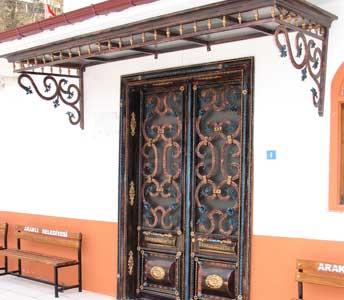 Ferforje Cami Kapıları